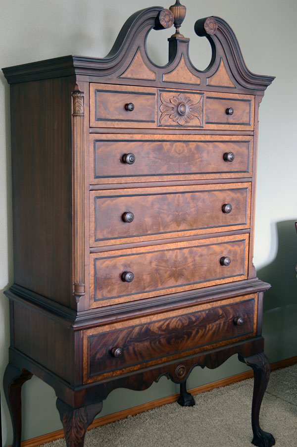 Antique Dresser | Storypiece.net