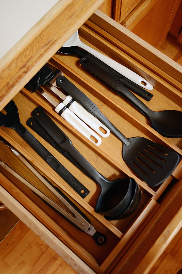 Organized Kitchen Drawer | Storypiece.net