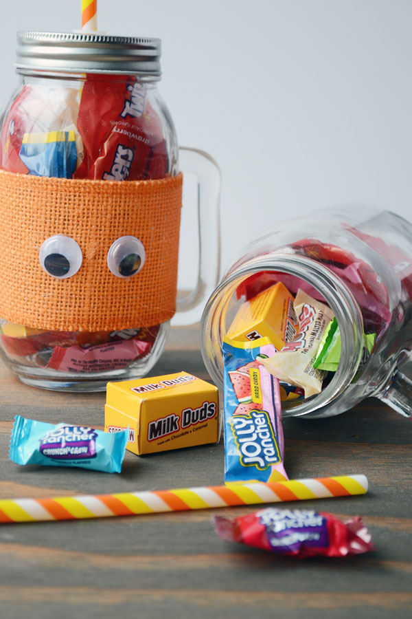 Candy Filled Halloween Mason Jars | Storypiece.net