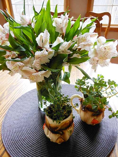 Mushroom Mugs Centerpiece | Storypiece.net