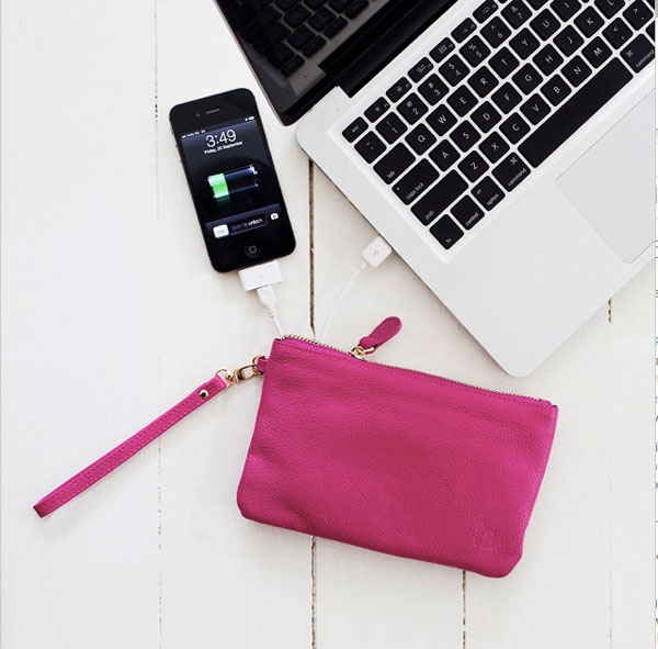Wristlet purse with charger | Storypiece.net