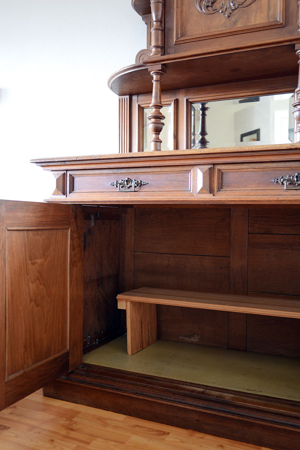 Vintage Breakfront Cabinet | Storypiece.net