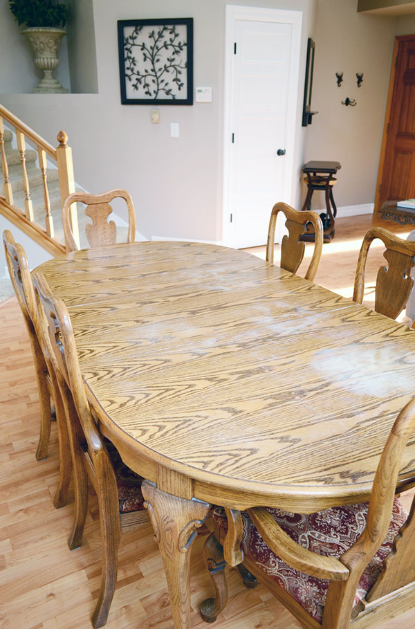 Vintage Oak Dining Table | Storypiece.net