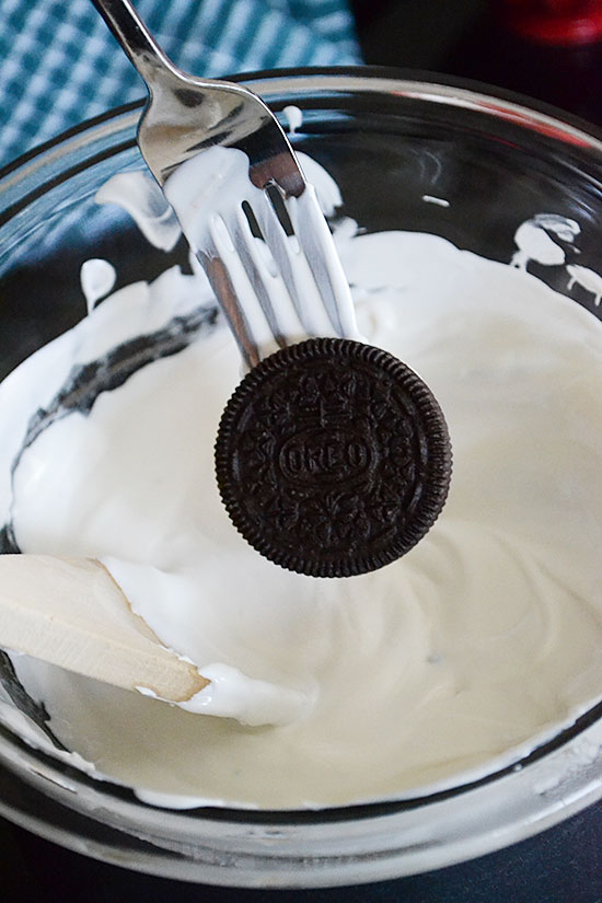How to Make DIY Chocolate Covered Oreos