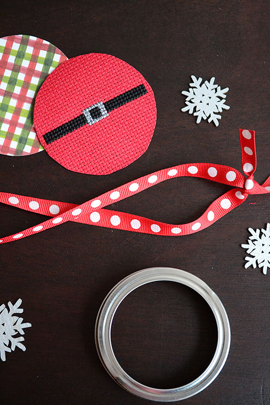 How to Make an Adorable Christmas Mason Jar Ornament